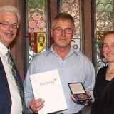 Gustav Bickel erhält die Sportverdienstmedaille der Stadt Freiburg
